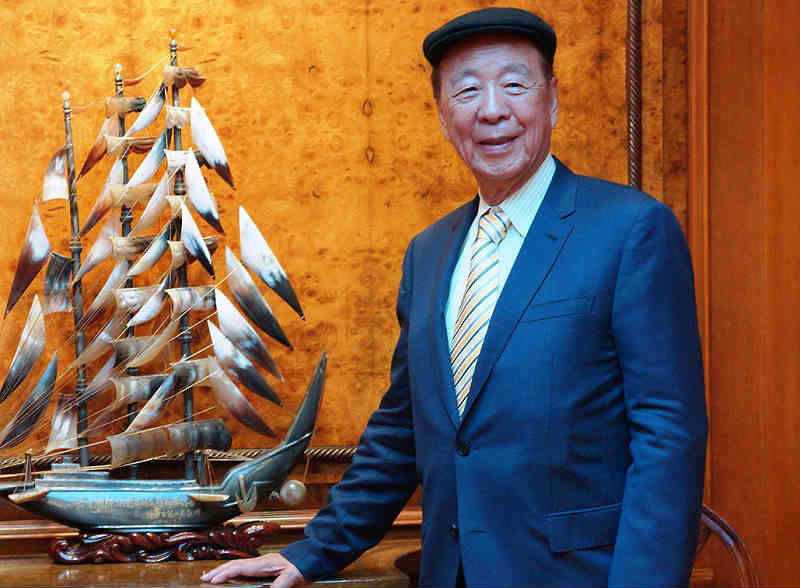 Meet The Hong Kong Billionaire Lui Who Once Sold Peanuts