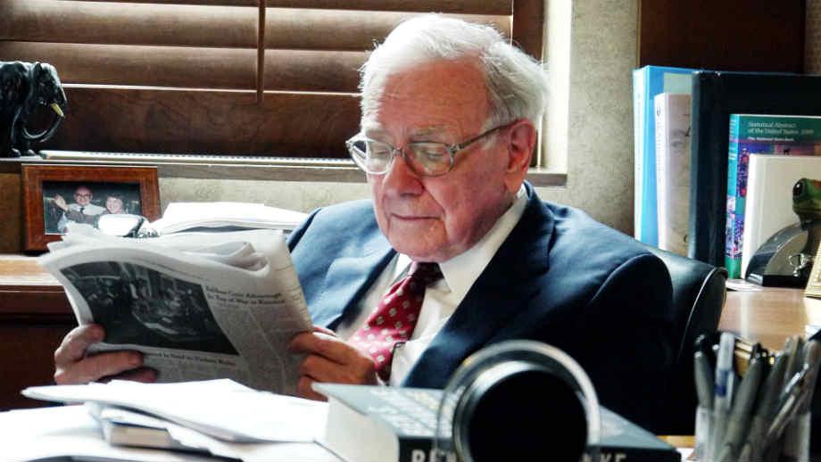 Warren Bufett reading